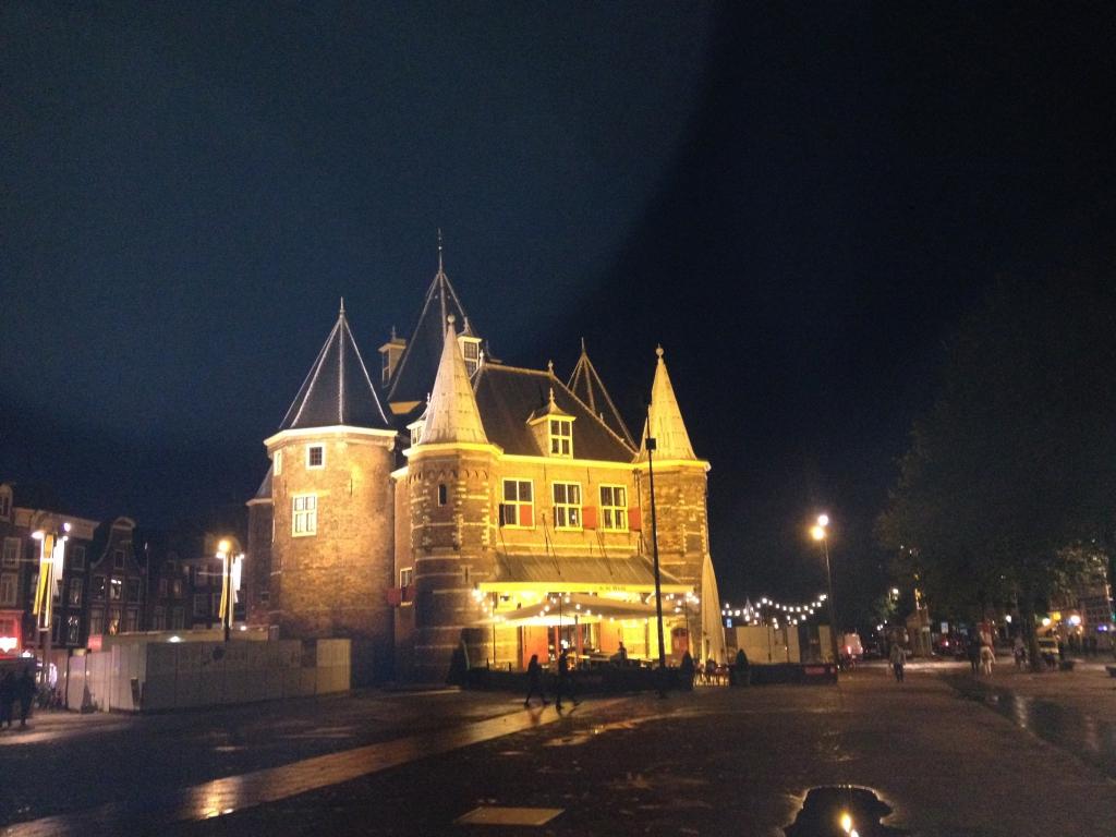 Edificio Nieuwmarkt o plaza del Mercado Nuevo..ahora teatro.